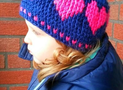 childrens-hat-with-love-free-crochet-pattern