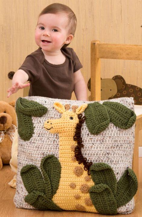 cute-giraffe-pillow-free-crochet-pattern