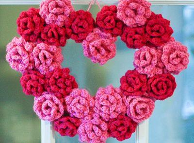 gorgeous-rose-wreath-free-crochet-pattern