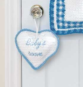 heart-baby-room-sign-free-crochet-pattern