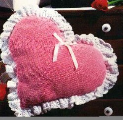 heart-pillow-free-crochet-pattern