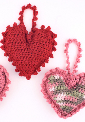 heart-shaped-sachet-free-crochet-pattern