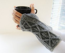 lightning-fast-fingerless-mitts-free-crochet-pattern