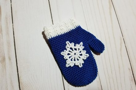 Mitten Ornament Free Crochet Pattern