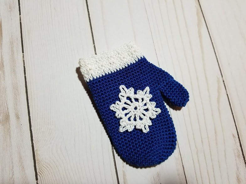 Mitten Ornament Free Crochet Pattern - Craft ideas for adults and kids