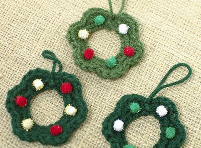 moms-christmas-wreath-ornaments-crochet-pattern