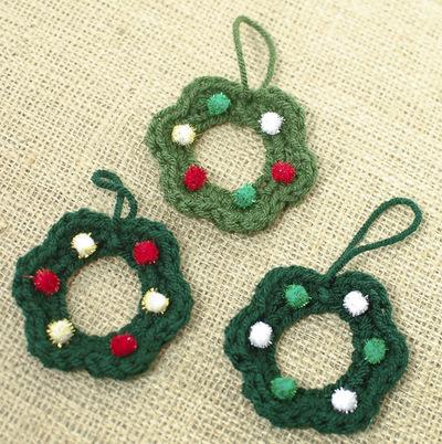 moms-christmas-wreath-ornaments-crochet-pattern