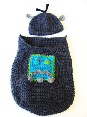 robot-baby-cocoon-and-hat-free-crochet-pattern