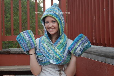 scoodie-hooded-scarf-with-pockets-free-crochet-pattern