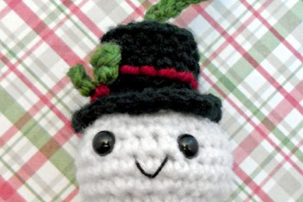 Snowball Christmas Ornament Free Crochet Pattern