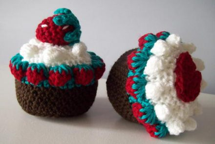 Strawberry Fields Chocolate Cup Cake Free Crochet Pattern