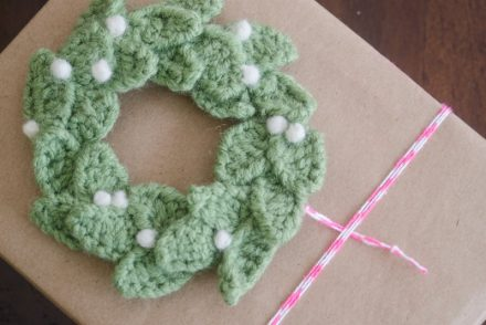 Wreath Gift Topper Free Crochet Pattern
